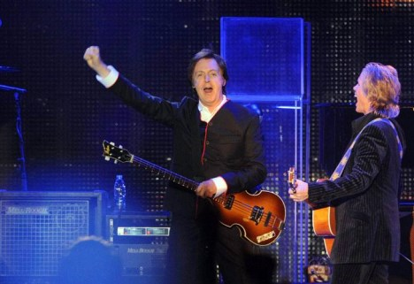 Diario La Noticia - Espectáculos - EL EX BEATLE EN RIVER - Argentina vibra al ritmo de Paul McCartney